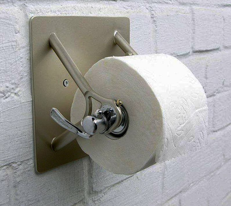 Cycling toilet roll holder