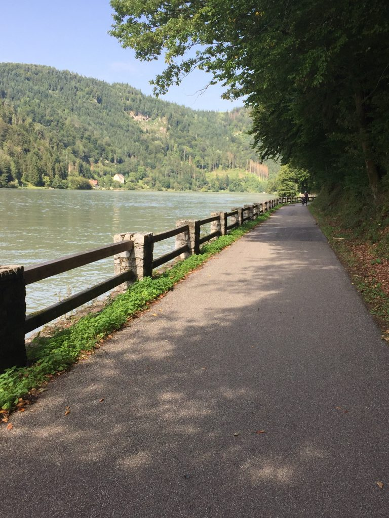 Paths typical of the Eurovelo6 Danube cycle path